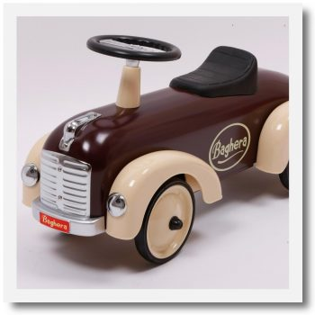 Baghera Speedster chocolate front and side view